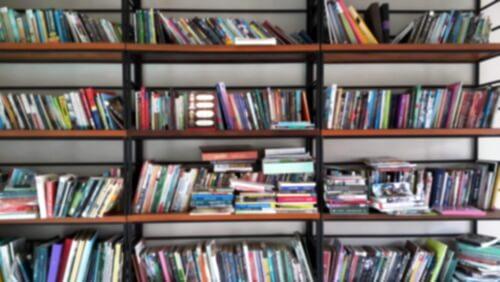 乱れた本棚