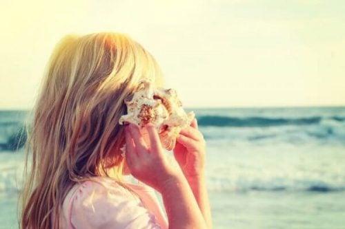貝殻と少女