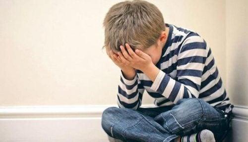 心の病へとつながる幼少期のトラウマ