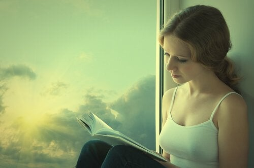窓際で読書