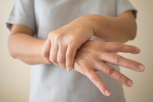 若年性パーキンソン病の7つの兆候