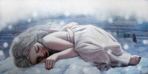 寝転がる女性