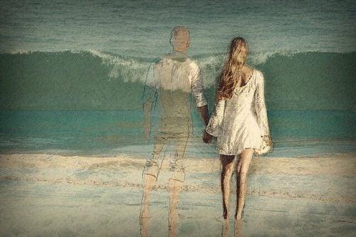 海とカップル