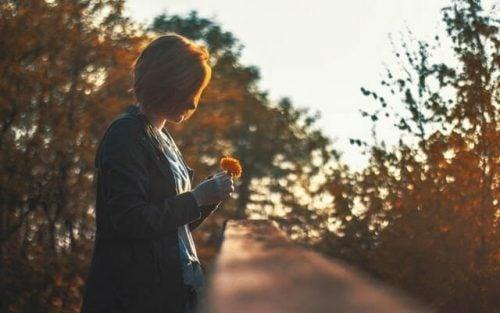 思い出にひたりすぎると、人生を楽しめない