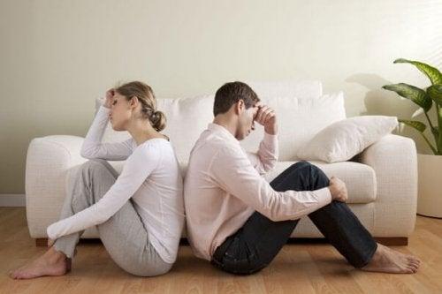 ロマンチックな愛を台無しにする3つの要因