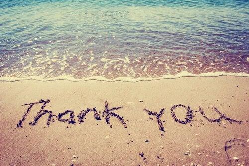 砂に書かれたありがとう