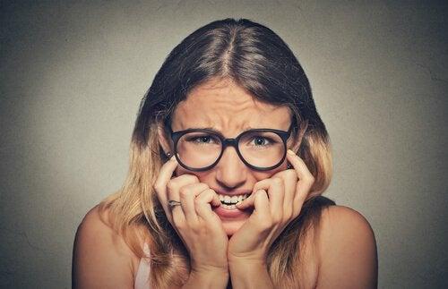 爪を噛むのをやめるための7つのアドバイス