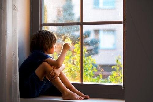 分離不安:愛着が子どもにとって健全である理由