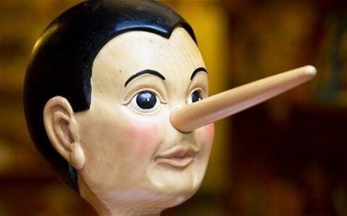 嘘をつく人の脳