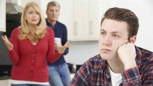 経済的に依存する親子