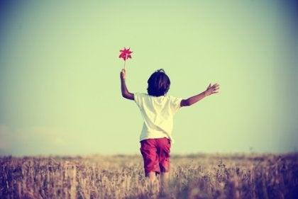 風車を持つ子供