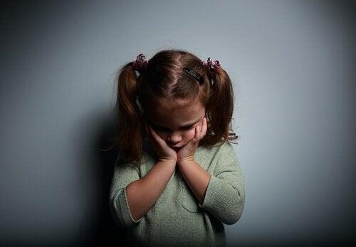 精神的に不在の親の元で育つこと