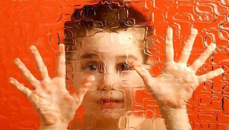 子ども時代の統合失調症:現在と未来の課題