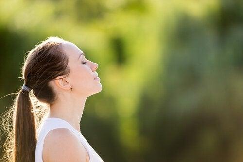 ほんの数分で不安が解消する3つの呼吸エクササイズ