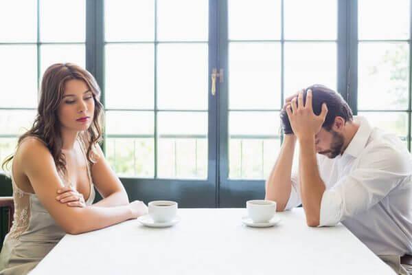 問題を抱えるカップル