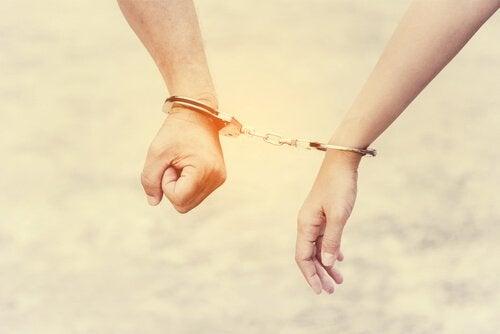 共依存:どのようにして人間関係と自尊心を破壊するか