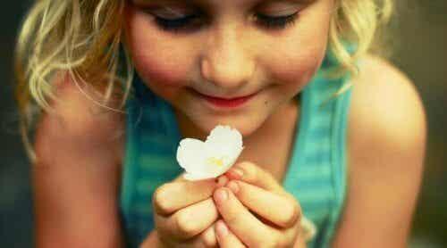 子どもは成長するために感情を表現する必要がある