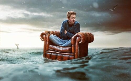 海に流される人