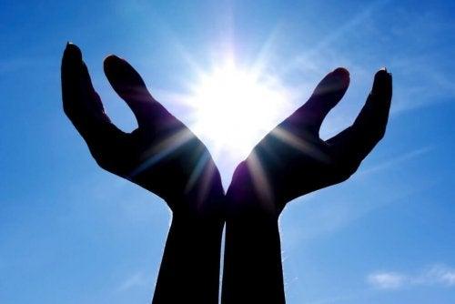 太陽を包む