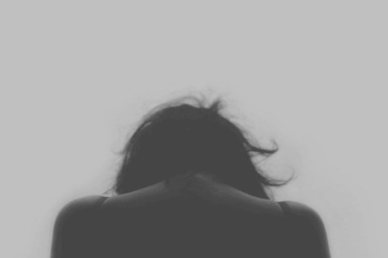 家庭内暴力の見えざる傷
