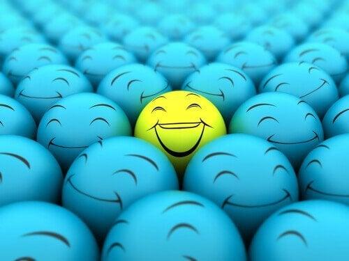 笑う顔のボール