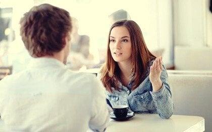 共感せずに話を聞くこと:感情的な分離