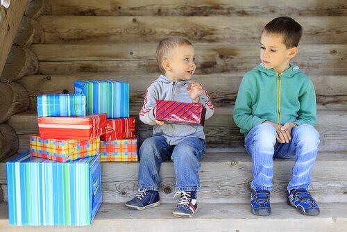 兄弟の敵対:上の子が場所をとられる時