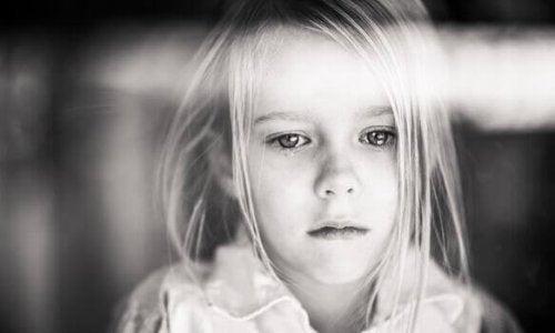 涙する子ども