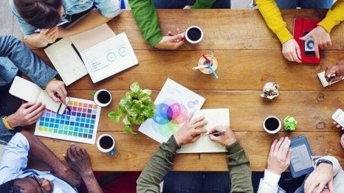 仕事で成功するためのチームワーク