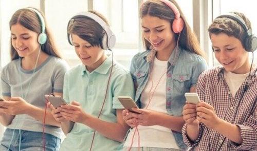 「スマホ世代」の恐ろしい5つの共通点
