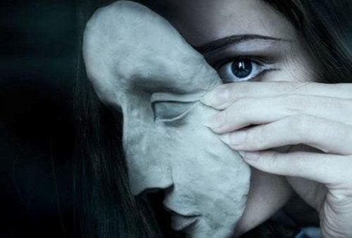カプグラ症候群:愛する人は偽物?