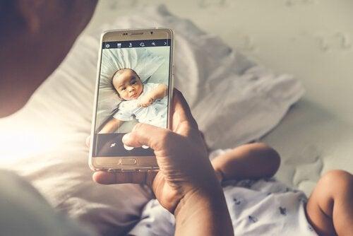 シェアレンティング 子供 ソーシャルメディア リスク