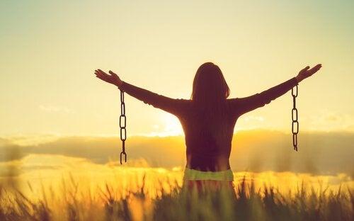負の感情を受け入れると、より幸せになれる?