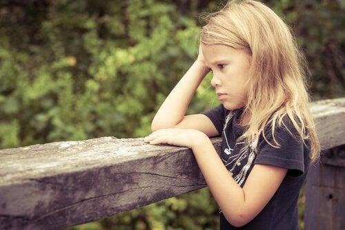 毒性ストレスが子どもの脳の発達に与える影響