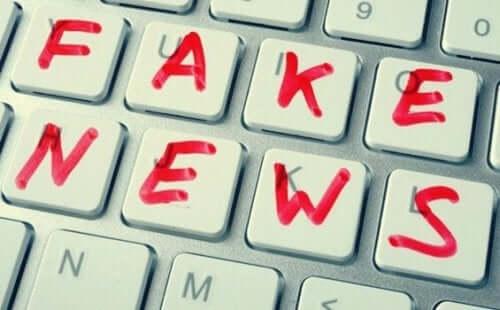 ノーム・チョムスキーのフェイクニュースとポストトゥルースへの意見