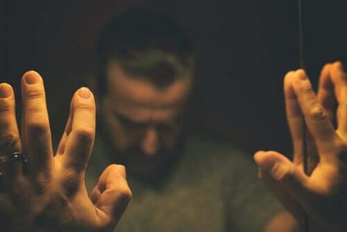 イライラ男性症候群:本当の中年の危機?