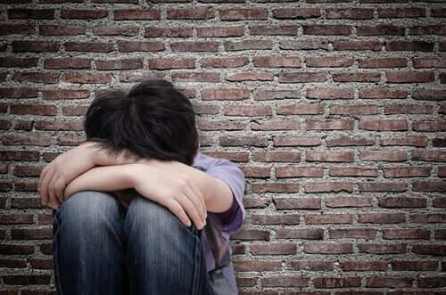 性的虐待 少年 男性