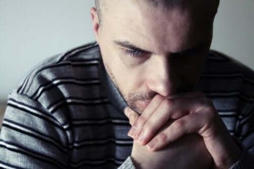 イライラ男性症候群 中年の危機
