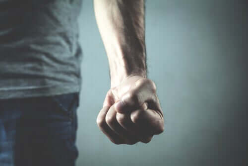 人間の暴力:なぜ根絶することができないのか?