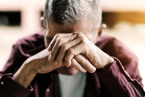 高齢者の夕暮れ症候群