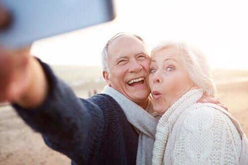 歳を取ることと老化することの違いとは?