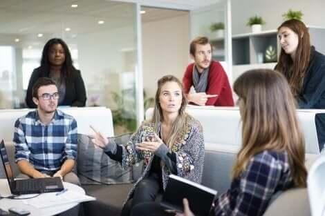 職場では避けるべき4つのネガティブな態度とは?