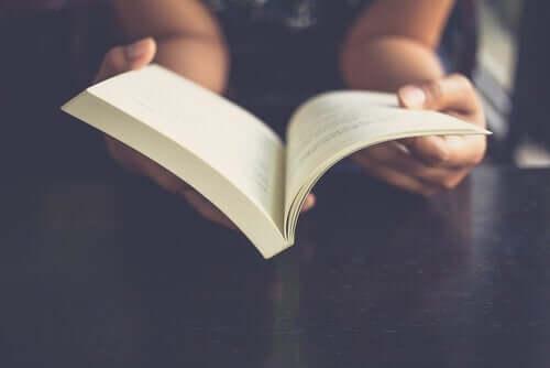 読書中の脳では何が起こっているの?