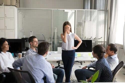 ディルバートの法則:なぜ無能な社員が昇進するのか?