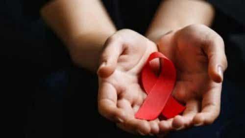 世界エイズデー:予防・教育・責任