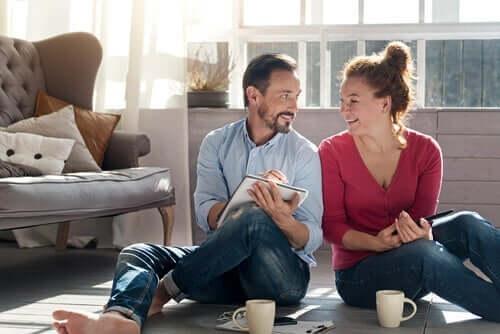 自宅待機の中で、パートナーとの関係を強めるには