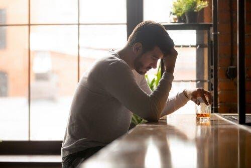 自己欺瞞 アルコール依存症