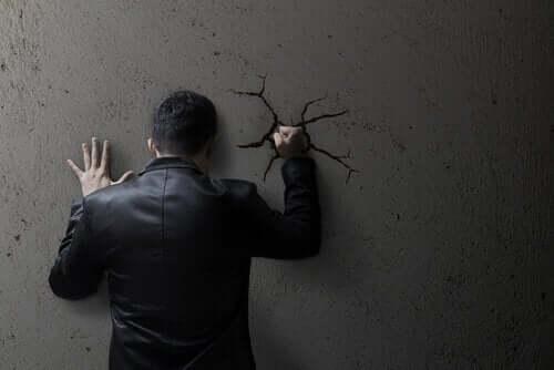 社会道徳がいかに暴力行為の正当化を助長しているか