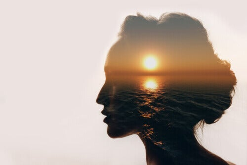 真に物事を見極めるには、目を閉じなければならない
