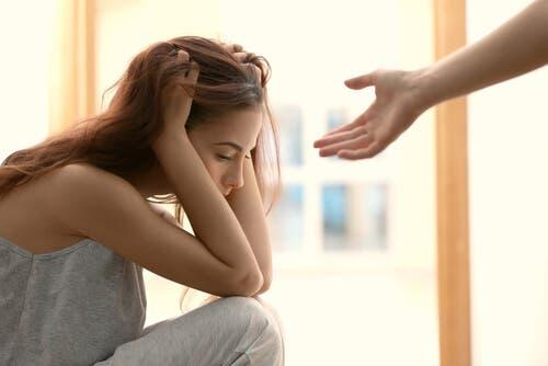 助けを求めるのが難しいと感じてしまうのはなぜ?